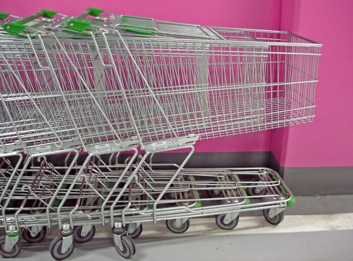 Polacy-sa-najbardziej-przywiazani-do-tradycyjnych-zakupow