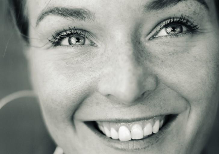Czy Polacy korzystają z jogi śmiechu